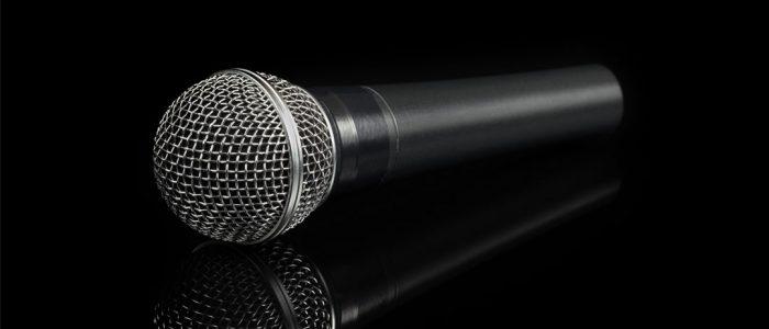 altavoz karaoke con microfono
